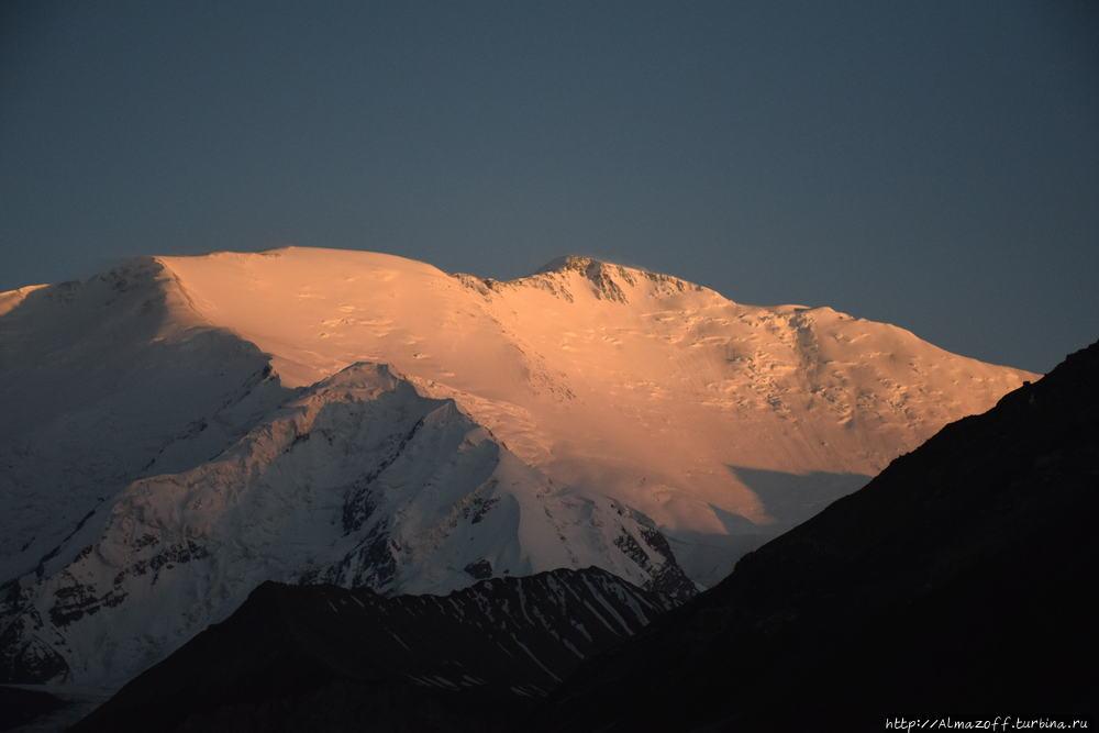 Ascent of Lenin Peak (7134m)