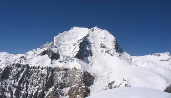 Ascent of Evghenii Korzhenevskoy Peak (7105m)